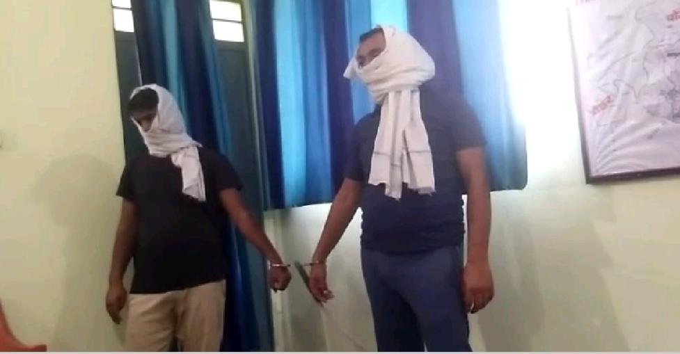 मवेशी लदा ट्रक के साथ दो गिरफ्तार, क्रेटा गाड़ी और 1,28,010 रुपये नगद जप्त