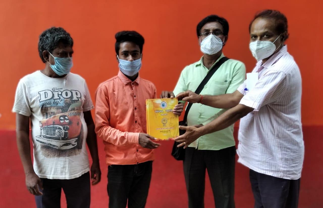 संस्कार भारती हजारीबाग इकाई की ओर से आर्टिस्ट टिंकू कुमार को सम्मानित किया गया