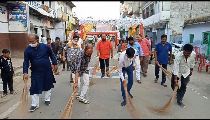 बड़ा बाजार दुर्गा पूजा महासमिति द्वारा चलाया गया स्वच्छता अभियान