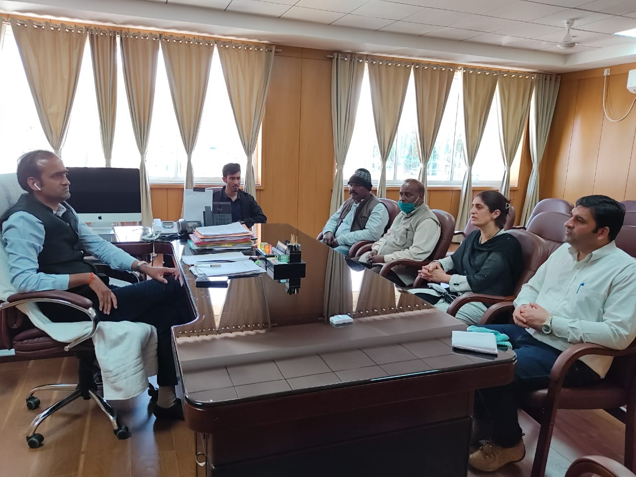 जम्मू कश्मीर सोशल ऑडिटर टीम ने उपायुक्त से की औपचारिक मुलाकात