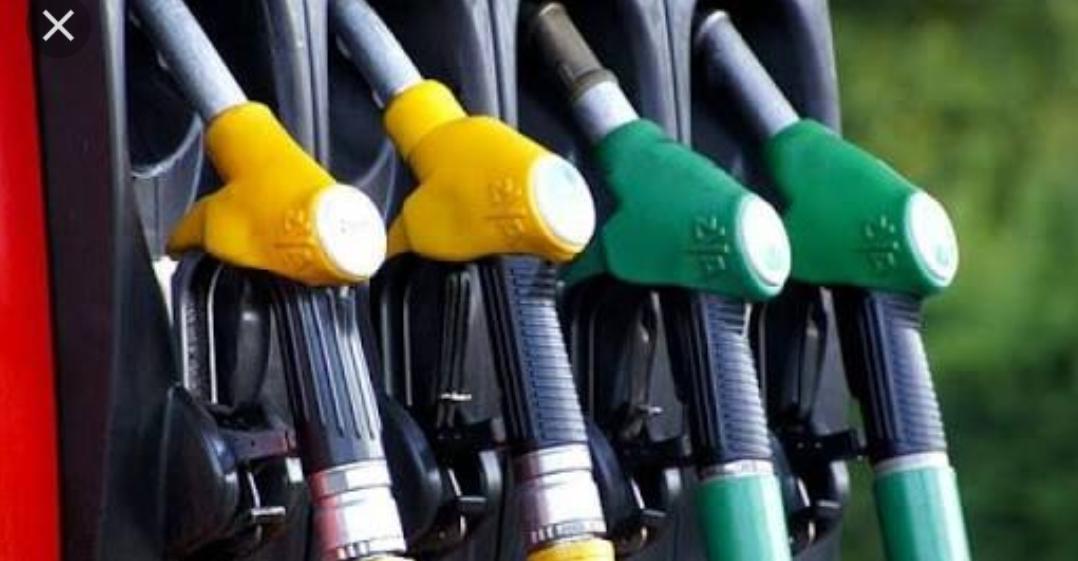 महंगाई की मार, एक रुपये से भी कम हुआ पेट्रोल-डीजल का अंतर