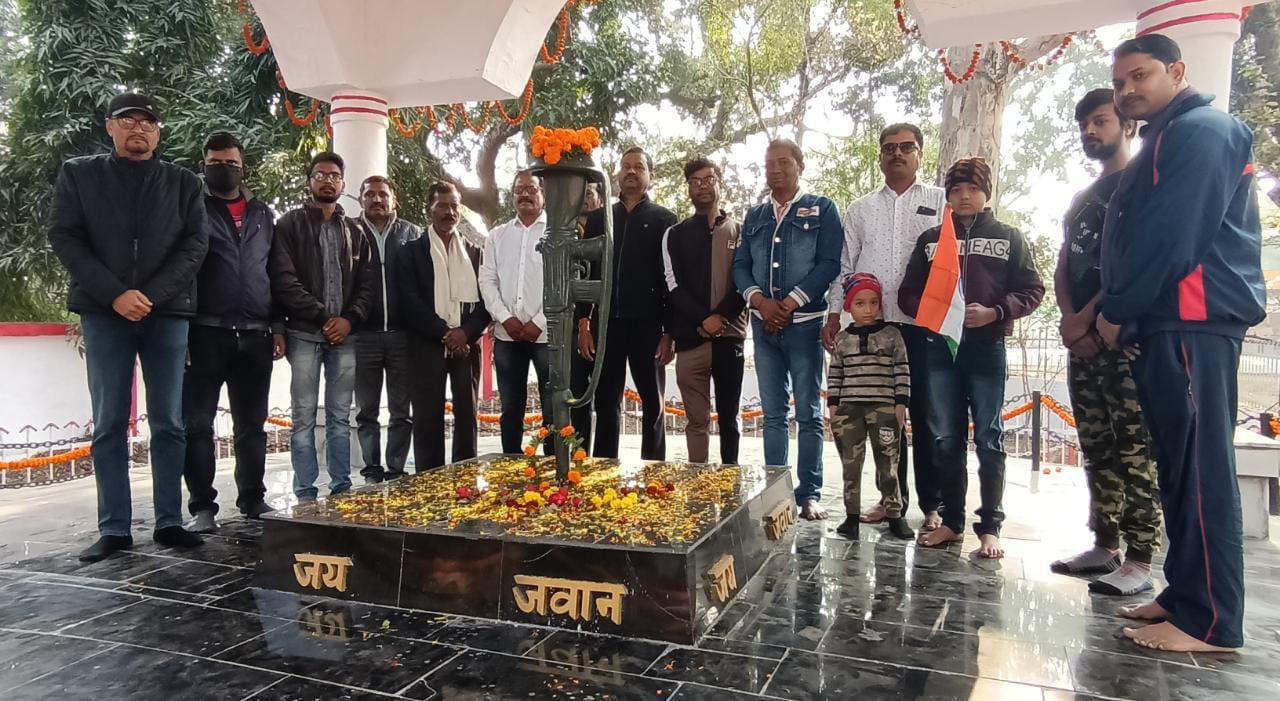 पुलवामा हमले की दूसरी बरसी पर कई स्वयंसेवी संस्थाओं ने मनाया  बलिदान दिवस