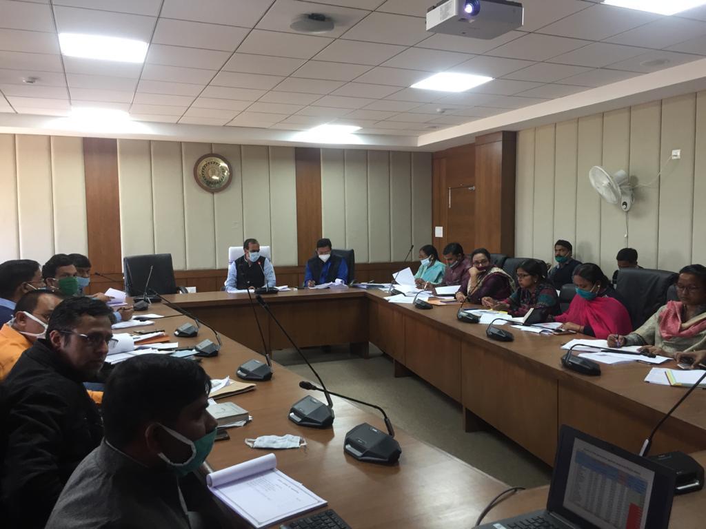 ग्रामीण विकास विभाग की समीक्षा बैठक, सभी संचालित योजनाओ को ससमय पूरा करने का निर्देश