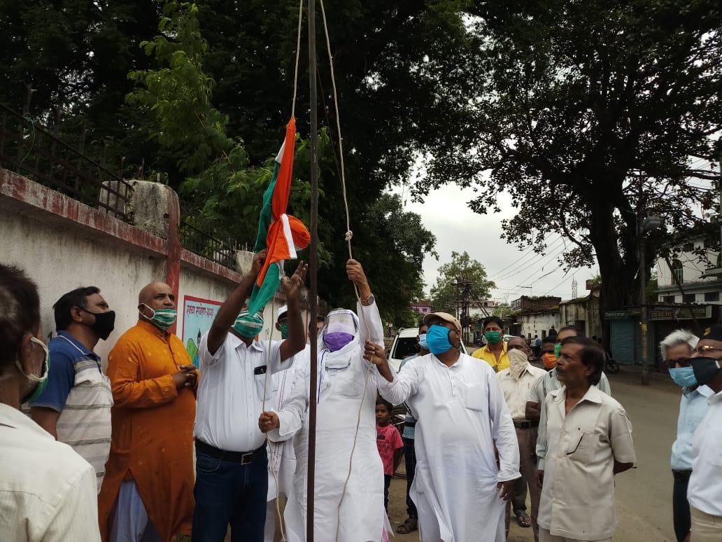 सीपीआई और सीपीएम ने संयुक्त रुप से मनाया स्वतंत्रता दिवस